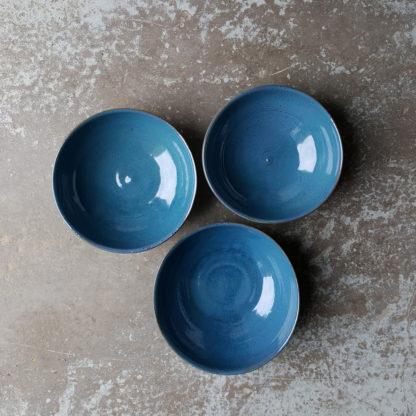 Lot de 3 bols à céréales en terre rouge émaillée d'un bleu nuit