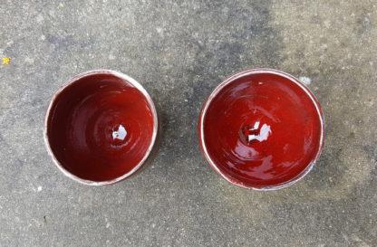 Lot de 2 petites tasses à café émaillées en rouge profond